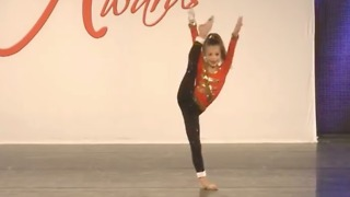 6-year-old girl delivers incredible dance solo - Video