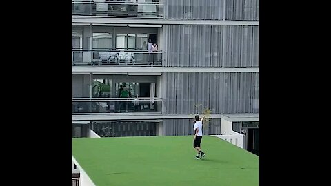 These Spaniards are playing games from their balcony during the quarantine
