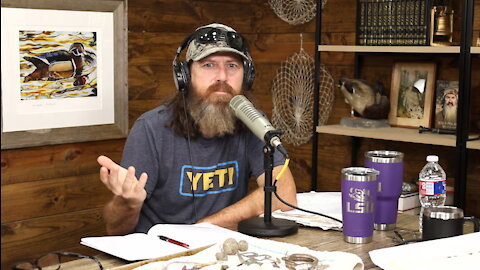 Jase 'Pillages' a Fan's Yard, How to Worship Like a Prostitute & Equality vs. Favoritism | Ep 257