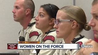 Las Vegas police invite public to women's boot camp - Video