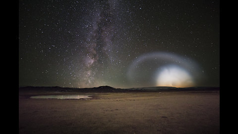 Photographers capture weird bright ring cloud in Mongolian night sky