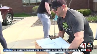 Kansas DJ raises money to deliver food to medical workers