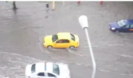 Storm Floods Streets, Topples Trees in Constanta - Video