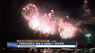 Thousands head to Veteran's Park for lakefront fireworks - Video