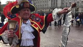 Royal engagement announced by Town Crier - Video