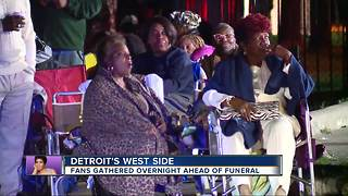 Fans gather overnight ahead of Aretha Franklin's funeral