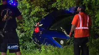 Car drives into East River in Green Bay