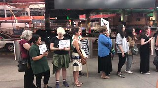 Crowd Gathers at New York Airport to Greet Children Separated From Parents at US Border