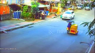 Shocking CCTV footage of man knocked over in hit-and-run - Video