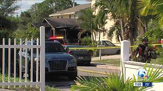 House fire displaces four people in Riviera Beach - Video