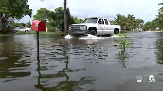 Residents dealing with flooding in Lantana