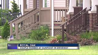 Royal Oak couple robbed at gunpoint in their driveway - Video