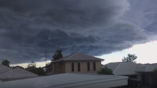 Timelapse Captures Storm Barrelling Over Sunshine Coast - Video