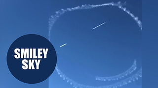 Pilot creates smiley face in the sky using plane's exhaust - Video