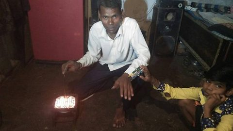 Indian 'electric' man who plays with 440 volt live wire bare hands claims he can withstand million-volt shocks