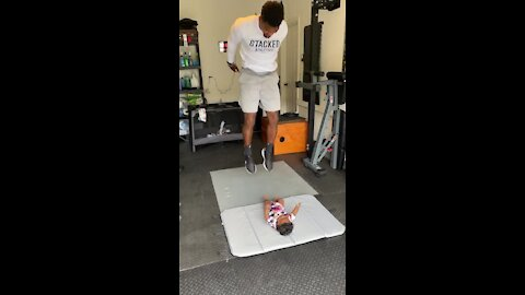 Baby girl helps motivate daddy to do his workout