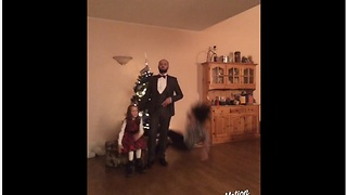 Most epic Christmas family photo fail of all time!  - Video