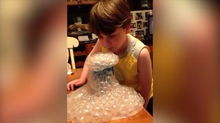 12 Kids Who Love Bubbles - Video