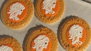 Halloween time lapse: Decorating skeleton cookies - Video