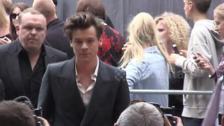 Harry Styles arrives at Dunkirk premiere in London - Video