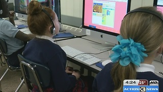In the classroom: metro students learning coding - Video