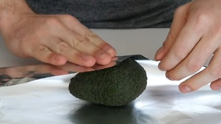 Kitchen hack: How to ripen avocados in 10 minutes - Video