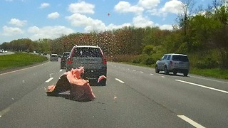 Truck loses some of his load on the highway  - Video
