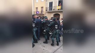 Spanish Guardia Civil charge polling station in Catalan town - Video