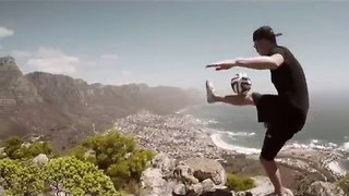 Freestyle Footballer Shows Off His Skills in Cape Town - Video