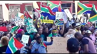 Streets of Cape Town filled with anti-Zuma protestors (GnM)