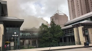 Fire Forces Hundreds to Evacuate Shopping Mall in San Antonio - Video