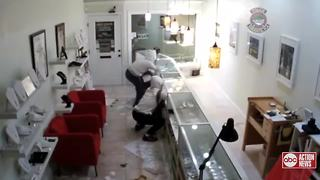 Sarasota Police looking for two suspects who stole more than $50,000 in jewelry and coins - Video