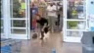 Man chased out of Largo Walmart after stealing cash - Video