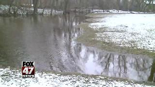 Cold weather not making flood cleanup any easier - Video
