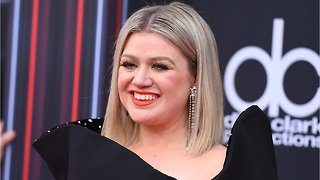 Kelly Clarkson Set To Host Billboard Music Awards Again