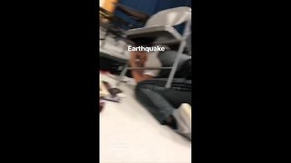 Terrifying moment earthquake strikes Anchorage, Alaska - Video