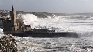 Massive waves batter Cornwall's Porthleven - Video