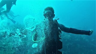 Scuba diver demonstrates impressive underwater bubble ring talent