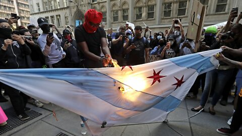 Chicago Shuts Down Public Transit, Cuts Off Downtown Amid Protests