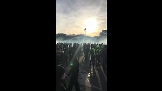Thousands Gather in Central Paris as Yellow Vest Protests Continue - Video