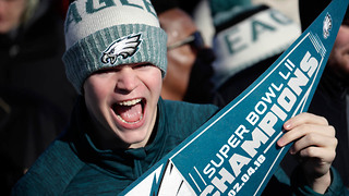 Eagles Fan BREAKS His Own Fingers to Attend Super Bowl Parade - Video