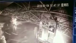 Petrol station canopy collapses under weight of snow - Video