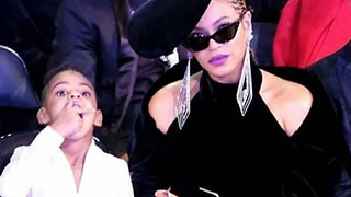Beyonce is Blue Ivy's Personal Snack Assistant for the 2018 Grammys 😂 - Video
