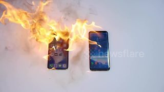 iPhone X vs Samsung Galaxy S8 flame test - Video