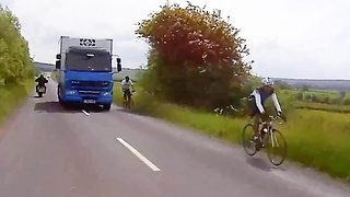 Heart-stopping moment 'reckless' lorry driver hurtles through tight gap between bikers and cyclists - Video