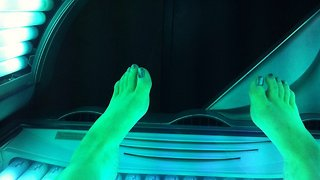People Who Tan At A Gym More Likely To Become Addicted To It - Video