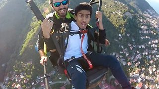 Hilarious paragliding reaction