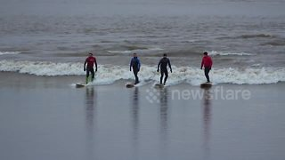 UK thrillseekers ride largest Severn Bore of the year - Video