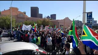 Streets of Cape Town filled with anti-Zuma protestors (U6H)
