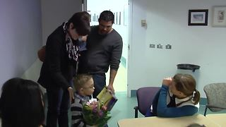 Nurse who saved fragile newborn unknowingly reunites with toddler 4 years later - Video